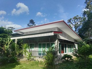 Bakkerresidence a vacation house in green area full furniture and internet wifi.