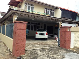 Spacious, Clean and Cozy, Welcome to Nanas Guesthouse Kuching.
