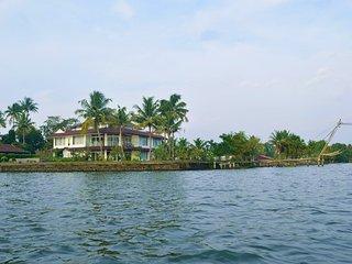 Water's Edge by Gateway Malabar A 6-bedroom villa