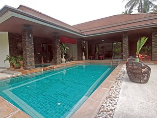 Baan Saun - sleeps 4 - large pool, 3 mins to beach & golf, Mae Nam