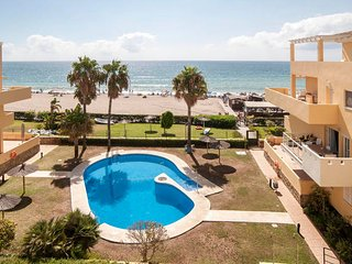 Spectacular Penthouse on the beachfront. Garages, swimming pool, tennis, wifi