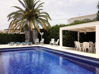 Villa with private pool near the beach in Calpe
