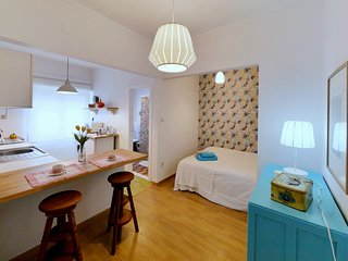 Colorful apartment with vintage feel in center Lisbon