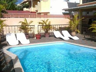 Appartement rez de piscine 2 chambres 2 salles de bain avec terrasse