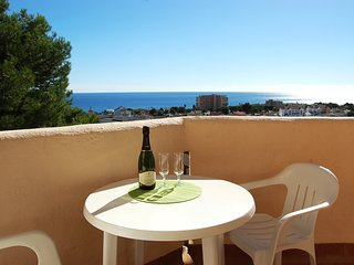 Seaviews with golf and sports around the corner Ref 017