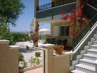Casa Novamar, gelijkvloers appartement met tuin en mooie vergezichten., Gran Alacant