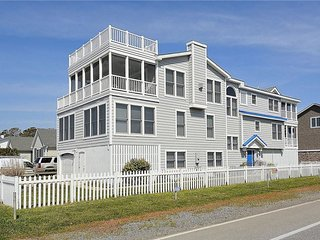 Luxury 6 bedroom beach house with sensational ocean views. Close to the beach!, Bethany Beach