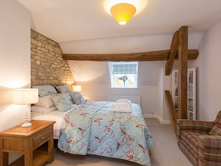 Sleeps 4, Greystones Cottage, Cotswolds, Cold Aston