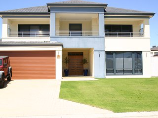 Beachside Villa - Beach Frontage, Quinns Rocks