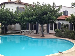 Holiday Home with 5 bedrooms, pool and garden to let in quiet village., Maureillas-las-Illas