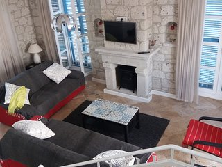 Beautiful modern Stone House in the centre of Alaçatı with a private pool, Alacati