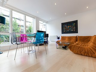 Close to Shoreditch, Modern 2bed flat by the canal, London