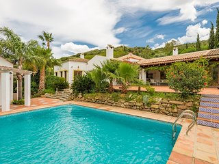 Stunning 5 Bedroom Spanish Style 4.000 sq ft Villa w Private Pool & Pool House, Estepona