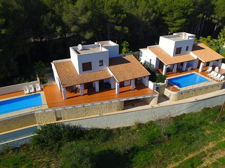 2 Twin Luxurious & Secluded Villa - Private Pools, Walk to the Beach & Moraira, La Llobella