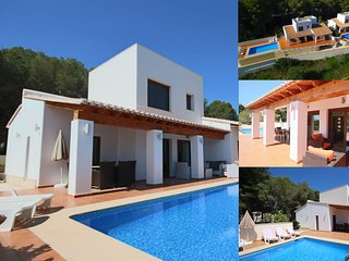 2 Twin Luxurious & Secluded Villa - Private Pools, Walk to the Beach & Moraira