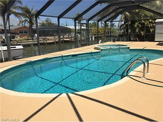 Gulf Access Canal Home with Private Pool/Spa/Wifi/Fishing Dock - Walk to Beach!