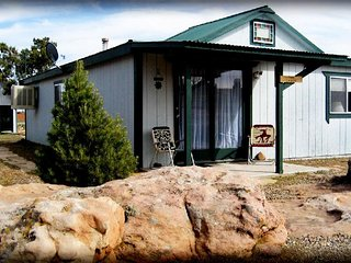 2 bedroom Cabin w/ full kitchen, bath, dining room!