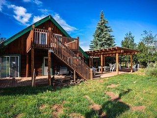Mountain Resort w/ Lodge & 4 Cabins! Sleeps up to 36!