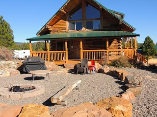 3 bed. 2.5 bath Cabin with spacious loft - sleeps up to 12