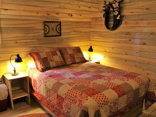 Guest Cabin Room in The Western Horse Barn w/detached Bathroom