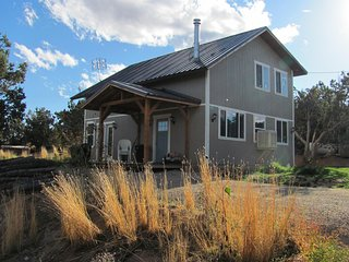 Secluded 3 Bedroom Cabin w/ Stunning Views! Sleeps up to 7+.