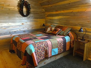 Stunning 2 room Cabin in The Western Horse Barn