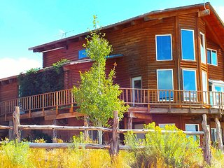 Majestic 4 Bedroom Cabin w/stunning views! Sleeps up to 10