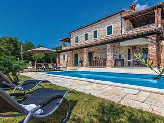Beautiful Villa Celine with Swimming Pool and BBQ
