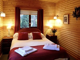 Log cabin cosy bedroom
