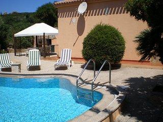 Villa con piscina immersa nel verde ampie zone esterne., Conca Verde