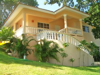 Residencial Hispaniola-Gated Villa-Pool-Ocean View-Walk to Beach/Town-Maid