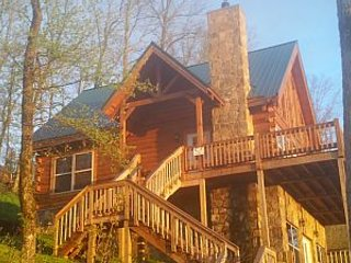 Log Chalet with a Million Dollar View, Hot Tub! Close to Downtown!