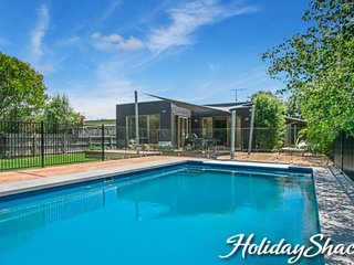 Canterbury Villa - Luxury Retreat (Blairgowrie) with heated pool, Foxtel, WiFi,