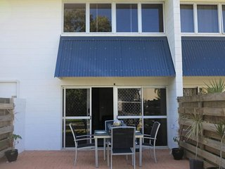 Paradise Apartments Unit 4, Nelly Bay