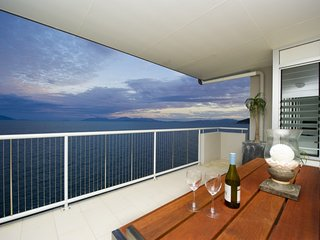 Magnetic Luxury Penthouse, Nelly Bay