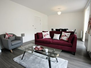 Spacious Apartment with Parking in Olympic Park, London