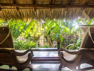 Honeymoon Bungalow in Banana Beach -- King-Sized Canopy Bed, Terrace, Pool, A/C, Santa Teresa