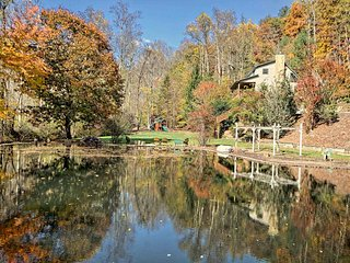 5 Acre Estate Guest House With Stone Inlay Pond, Hiawassee