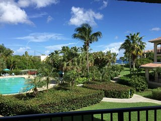 Penthouse Beachfront condo; Views & Amenities -Pelican's Paradise!