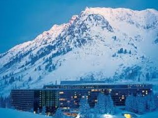 The Cliff Club at Snowbird Cliff Lodge (2/24-3/3 or 4/1-4/8)