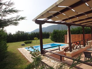 ROMANTIC HOUSE WITH PRIVATE POOL ,ECHINADES RESORT VASSILIKI-LEFKADA