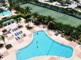 3BR  Oceanview Condo in Sunny Isles, Florida. Across the beach!, Sunny Isles Beach