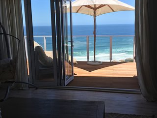 The Beach House with uninterrupted sea and valley views!, Dana Bay