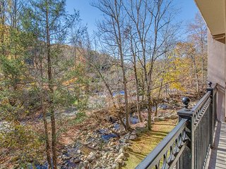 CRAZY SUMMER SPECIAL FROM $99! 2BR Downtown Gatlinburg Condo w/ River View.