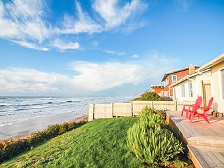Ocean Front Hm Overlooking Miles of Sandy Beaches & the Pacific Ocean