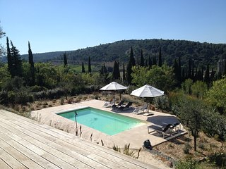 Audelà, wonderful villa with pool hidden among cypress and olive trees., Lagrasse