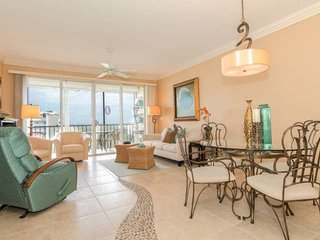 Penthouse Condo, Stunning Views, Heated Pool, Short Distance to Beach Access, Fort Myers Beach