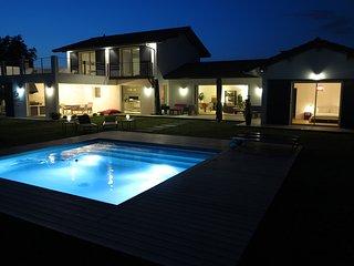Bassussarry - Villa d archi neuve, classée meublé 5*, piscine sécurisée,, Biarritz