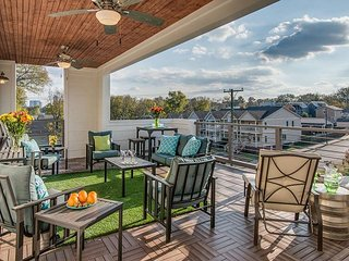 4 Bedrooms, 3.5 Baths, Near Downtown-AMAZING Roof Deck!