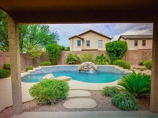 Stunning 4 Bedrooms Home with Fabulous Backyard, Phoenix